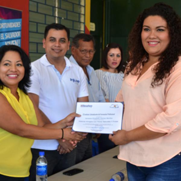 Feria de logros juveniles y entrega de diplomas de proceso formativo del Modulo de habilidades y competencia.