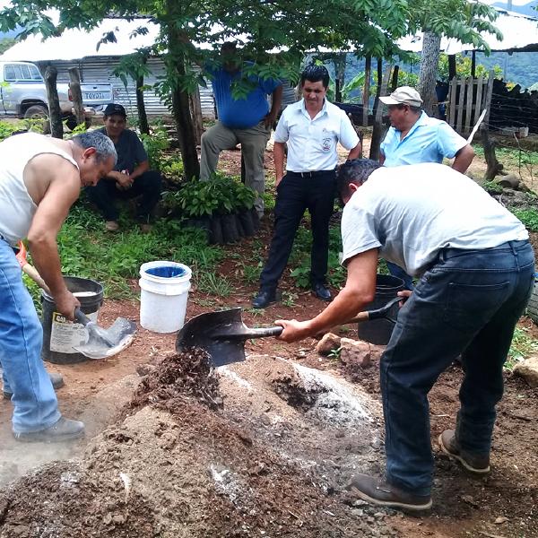 Proceso de capacitación sobre cultivo del Cacao a productores de Cacaopera