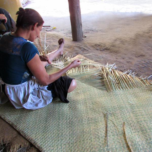 Elaboración de artesanías a base de fibra natural de tule, San Antonio - AACID
