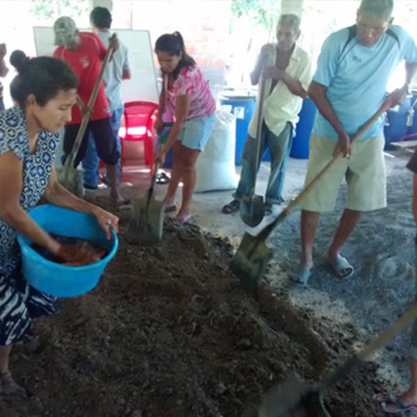 Elaboración de Bocashi con comunidades